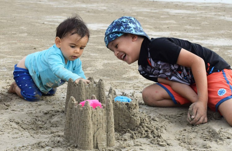 sunny-and-boo-making-sandcastles